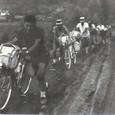 1963 夏 自転車もぬかるみでは走れない。